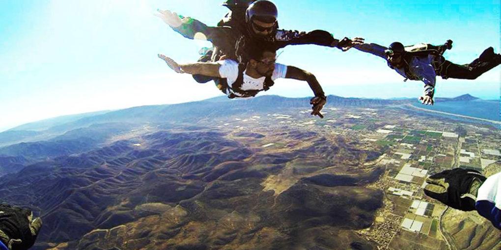 Rifarán un salto en paracaídas en esta agencia de autos en Tijuana ...
